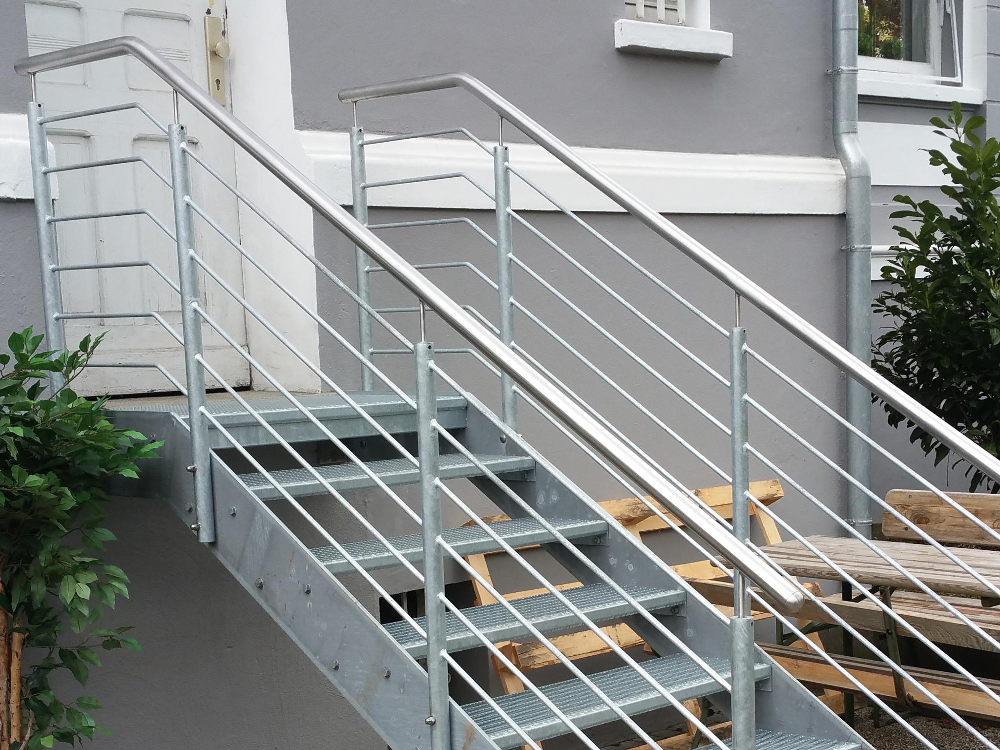 Stahlbude Bauschlosserei Treppe mit Edelstahl Handlauf