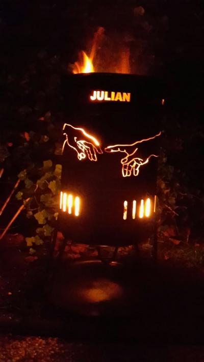 individuell gestalteter Feuerkorb 50 Liter Hände