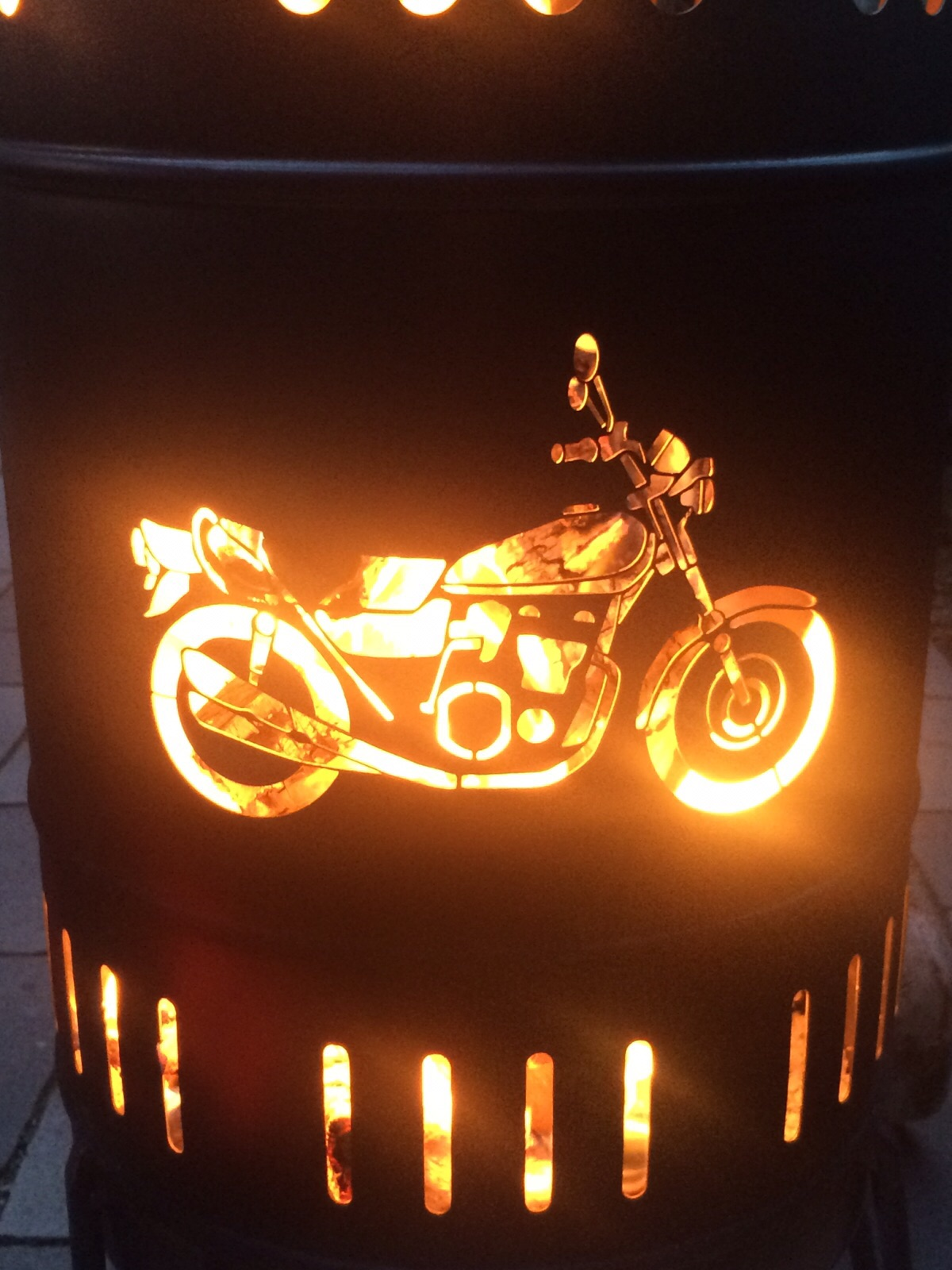 individuell gestalteter Feuerkorb 50 Liter Motorrad